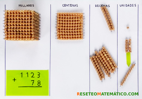 suma con llevada con perlas doradas Montessori. Paso 2
