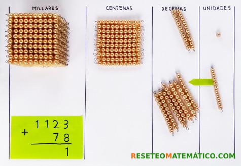 suma con llevada con perlas doradas Montessori. Paso 3